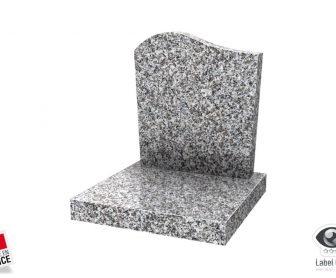 Tombale avec stèle doucine